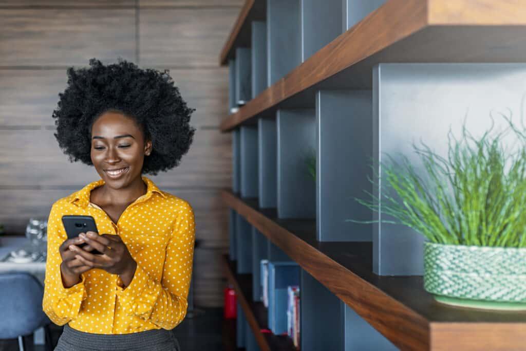 real estate agent using social media
