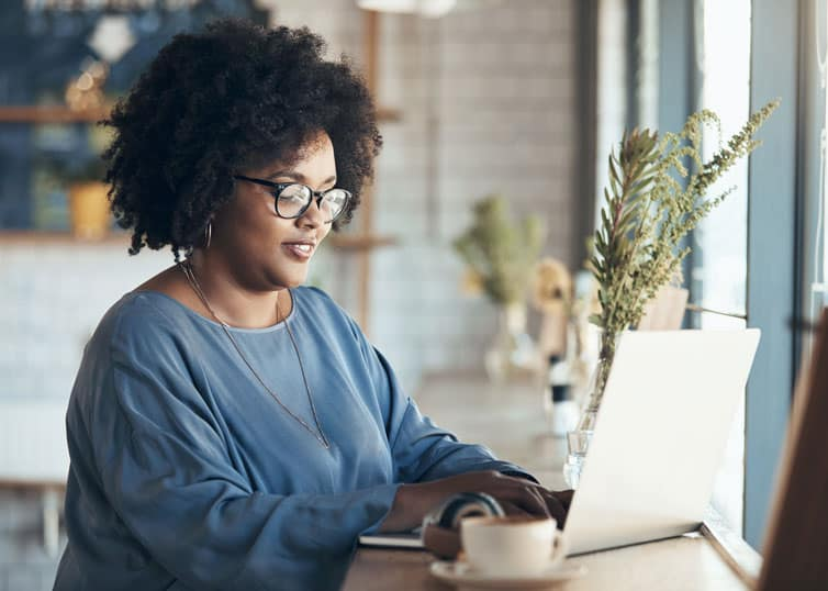 Woman applying for the FHA appraiser roster online